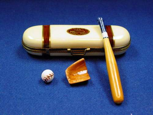 BASEBALL CASE W/ GLOVE/BAT/BALL